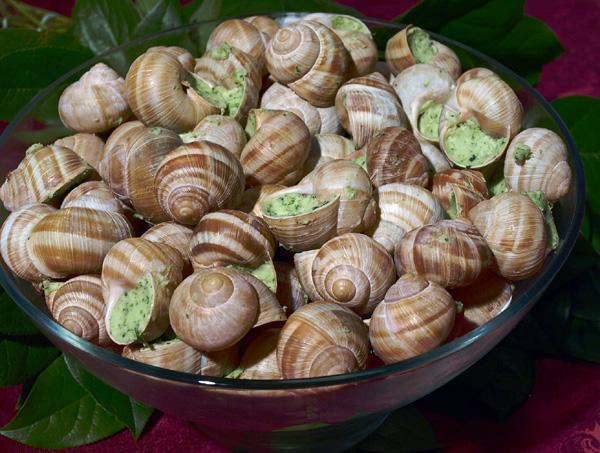 Escargots farcis avec un beurre Maître d'Hôtel.